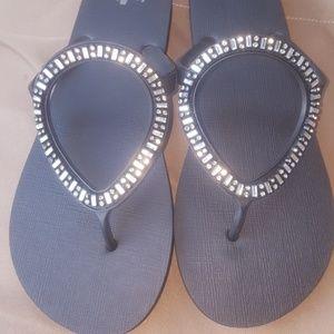 Sanuk sandals size 41 but size 10